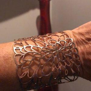 Beautiful Gold colored bracelet